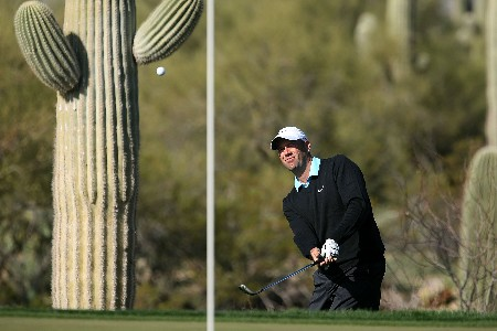 MARANA, AZ - FEBRUARY 24:  Stewart Cink hits a chip shot on the 11th hole during the Championship match of the WGC-Accenture Match Play Championship at The Gallery at Dove Mountain on February 24, 2008 in Marana, Arizona.  (Photo by Scott Halleran/Getty Images)