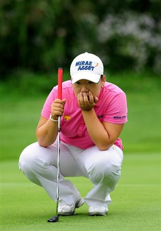 EVIAN-LES-BAINS, FRANCE - JULY 23:  Jiyai Shini of Korea lines up her putt on the fifth hole during the first round of the Evian Masters at the Evian Masters Golf Club on July 23, 2009 in Evian-les-Bains, France.  (Photo by Stuart Franklin/Getty Images)