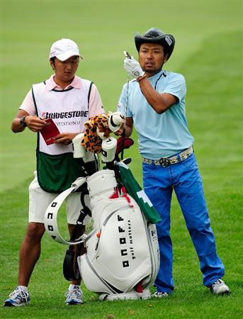 AKRON, OH - AUGUST 06:  Shingo Katayama of Japan plays a shot on the 10th hole during the first round of the WGC-Bridgestone Invitational on the South Course at Firestone Country Club on August 6, 2009 in Akron, Ohio.  (Photo by Sam Greenwood/Getty Images)