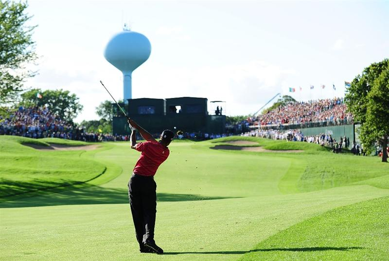 CHASKA, MN - AUGUST 16:  Tiger Woods plays his second shot on the 18th hole during the final round of the 91st PGA Championship at Hazeltine National Golf Club on August 16, 2009 in Chaska, Minnesota.  (Photo by Stuart Franklin/Getty Images)