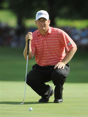 ST. LOUIS - SEPTEMBER 07 :  Dudley Hart lines up a putt for birdie on the 18th hole during the fourth and final round  of the BMW Championship held at Bellerive Country Club on September 7, 2008 in St. Louis, Missouri. (Photo by Marc Feldman/Getty Images)
