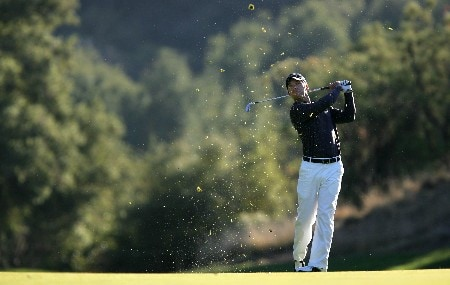 THOUSAND OAKS, CA - DECEMBER 15:  Paul Casey of England makes an approach shot on the 18th hole during the third round of the Target World Challenge at the Sherwood Country Club on December 15, 2007 in Thousand Oaks, California.  (Photo by Robert Laberge/Getty Images)