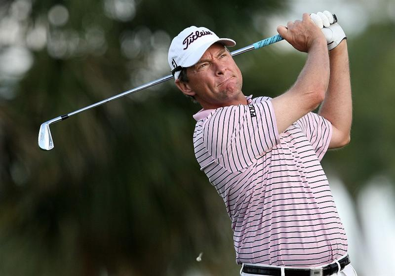 PALM BEACH GARDENS, FL - MARCH 06:  Davis Love III hits his tee shot on the seventh hole during the second round of The Honda Classic at PGA National Resort and Spa on March 6, 2009 in Palm Beach Gardens, Florida.  (Photo by Doug Benc/Getty Images)