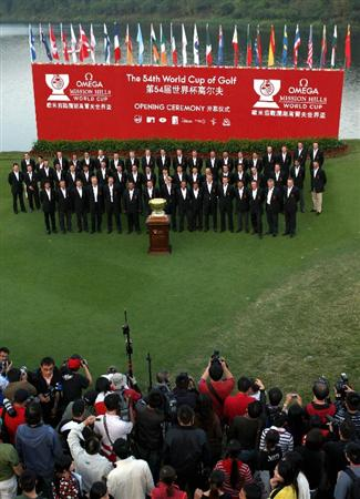 SHENZHEN, CHINA - NOVEMBER 26:  The teams pose for an offical photograph after the opening ceremony at the Omega Mission Hills World Cup at the Mission Hills Resort on November 26, 2008 in Shenzhen, China.  (Photo by Stuart Franklin/Getty Images)