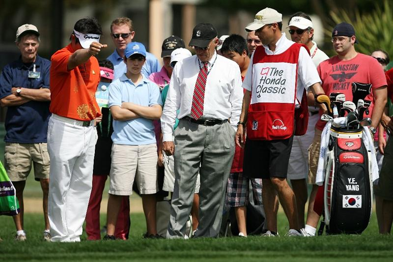 PALM BEACH GARDENS, FL - MARCH 08:  Fans and a rules official watch as Y.E. Yang of South Korea takes a drop in the rough around the second hole the second hole during the final round of The Honda Classic at PGA National Resort and Spa on March 8, 2009 in Palm Beach Gardens, Florida.  (Photo by Doug Benc/Getty Images)
