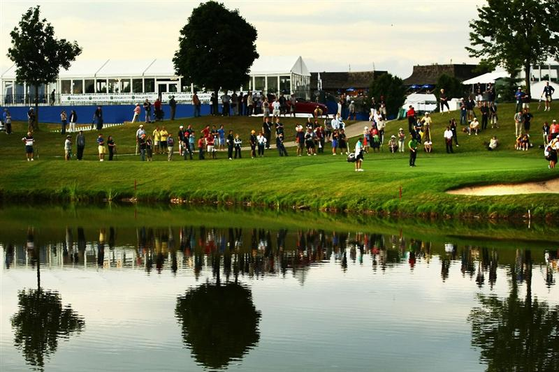 OAKVILLE, ONTARIO - JULY 23: The crowd watches on as Trevor Immelman of South Africa chips onto the sixth green during round one of the RBC Canadian Open at Glen Abbey Golf Club on July 23, 2009 in Oakville, Ontario, Canada.  (Photo by Chris McGrath/Getty Images)