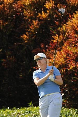 WEST PALM BEACH, FL - NOVEMBER 23:  Karrie Webb of Australia hits her tee ball on the 18th hole during the final round of the ADT Championship at the Trump International Golf Club on November 23, 2008 in West Palm Beach, Florida.  (Photo by Montana Pritchard/Getty Images)