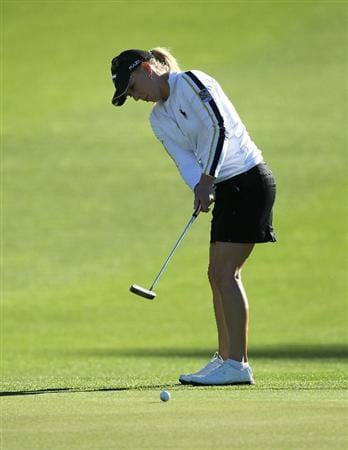 RANCHO MIRAGE, CA - MARCH 31:  Morgan Pressel putts on the first hole during the first round of the Kraft Nabisco Championship at Rancho Mirage Country Club on March 31, 2011 in Rancho Mirage, California.  (Photo by Stephen Dunn/Getty Images)