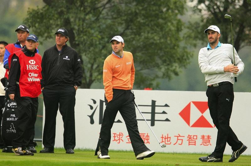 SHANGHAI, CHINA - NOVEMBER 10:  Geoff Ogilvy of Australia watches his tee shot on the sixth hole as Oliver Wilson and Phil Mickelson look on during the final round of the HSBC Champions at Sheshan Golf Club on November 10, 2008 in Shanghai, China.  (Photo by Scott Halleran/Getty Images)