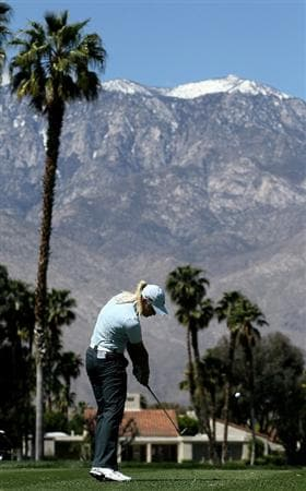 RANCHO MIRAGE, CA - APRIL 01:  Suzann Pettersen of Norway hits her tee shot on the fifth hole during the first round of the Kraft Nabisco Championship at Mission Hills Country Club on April 1, 2010 in Rancho Mirage, California.  (Photo by Stephen Dunn/Getty Images)