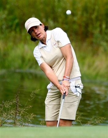 SUGAR GROVE, IL - AUGUST 20:  Juli Inkster of the U.S. Team hits a shot during a practice round prior to the start of the 2009 Solheim Cup at Rich Harvest Farms on August 20, 2009 in Sugar Grove, Illinois.  (Photo by Scott Halleran/Getty Images)