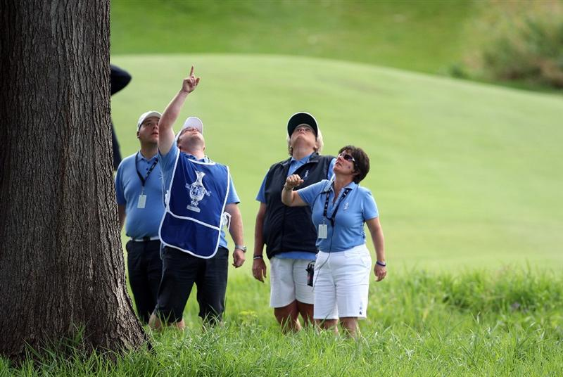 SUGAR GROVE, IL - AUGUST 23: Laura Davies of England is given help looking for her ball at the 18th hole by European Team Captain Alison Nicholas during the Sunday singles matches at the 2009 Solheim Cup Matches, at the Rich Harvest Farms Golf Club on August 23, 2009 in Sugar Grove, Ilinois (Photo by David Cannon/Getty Images)