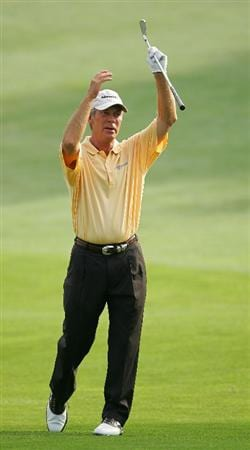 TIMONIUM, MD - OCTOBER 09:  Ben Crenshaw exhorts his ball to reach the green during the first round of the Constellation Energy Senior Players Championship at Baltimore Country Club East Course held on October 9, 2008 in Timonium, Maryland  (Photo by Michael Cohen/Getty Images)