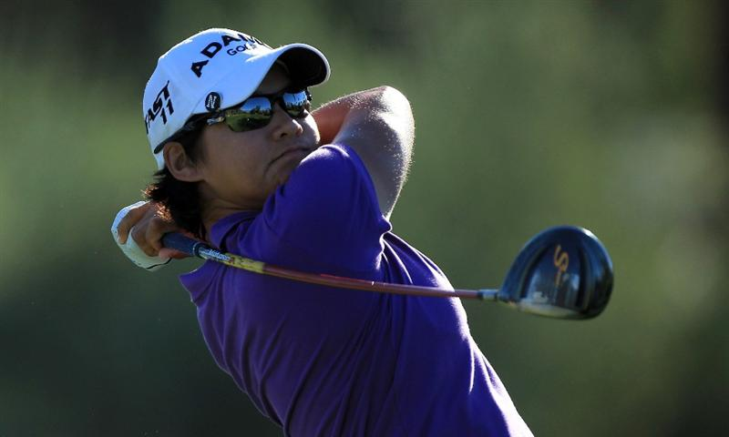 RANCHO MIRAGE, CA - MARCH 31:  Yani Tseng of Taiwan plays her tee shot at the par 4, 3rd hole during the first round of the 2011 Kraft Nabisco Championship on the Dinah Shore Championship Course at the Mission Hills Country Club on March 31, 2011 in Rancho Mirage, California.  (Photo by David Cannon/Getty Images)