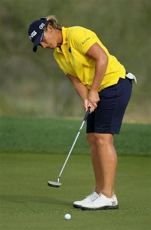 PHOENIX, AZ - MARCH 18:  Angela Stanford putts on the 16th hole during the first round of the RR Donnelley LPGA Founders Cup at Wildfire Golf Club on March 18, 2011 in Phoenix, Arizona.  (Photo by Stephen Dunn/Getty Images)