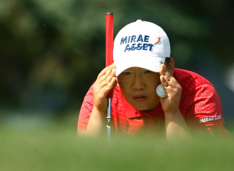 BETHLEHEM, PA - JULY 09:  Jiyai Shin of South Korea lines up a putt on the 17th green during the first round of the 2009 U.S. Women's Open at the Saucon Valley Country Club on July 9, 2009 in Bethlehem, Pennsylvania.  (Photo by Scott Halleran/Getty Images)