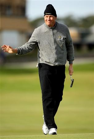 ST ANDREWS, SCOTLAND - OCTOBER 01:  Jarmo Sandelin of Sweden waves to the crowd on the 17th hole during the first round of The Alfred Dunhill Links Championship at The Old Course on October 1, 2009 in St. Andrews, Scotland.  (Photo by Andrew Redington/Getty Images)