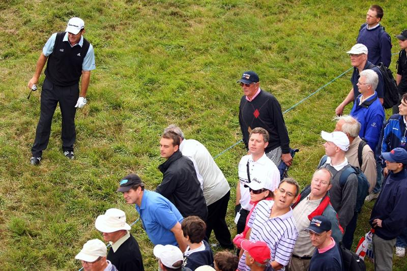 SUNNINGDALE, ENGLAND - JULY 24:  Nick Faldo of England watches his third shot on the second hole during the second round of The Senior Open Championship presented by MasterCard held on the Old Course at Sunningdale Golf Club on July 24, 2009 in Sunningdale, England.  (Photo by Andrew Redington/Getty Images)