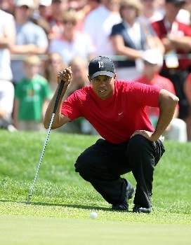 ORLANDO, FL - MARCH 16:  Tiger Woods of the USA lines up a birdie chance at the 1st hole during the final round of the 2008 Arnold Palmer Invitational presented by MasterCard at the Bay Hill Golf Club and Lodge, on March 16, 2008 in Orlando, Florida.  (Photo by David Cannon/Getty Images)