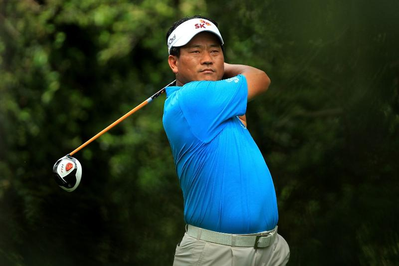 AUGUSTA, GA - APRIL 09:  K.J. Choi of South Korea hits his tee shot on the second hole during the third round of the 2011 Masters Tournament at Augusta National Golf Club on April 9, 2011 in Augusta, Georgia.  (Photo by David Cannon/Getty Images)