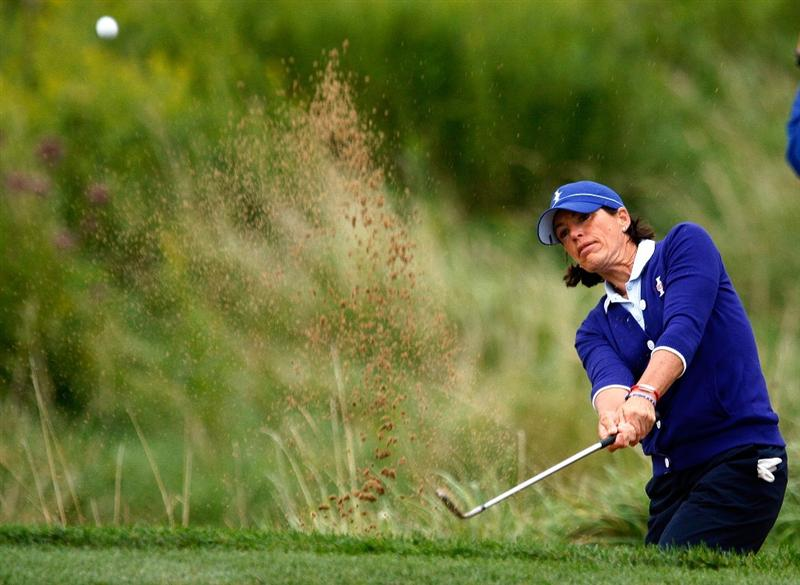 SUGAR GROVE, IL - AUGUST 21:  Juli Inkster of the U.S. Team plays a bunker shot on the first hole during the friday morning fourball matches at the 2009 Solheim Cup at Rich Harvest Farms on August 21, 2009 in Sugar Grove, Illinois.  (Photo by Scott Halleran/Getty Images)