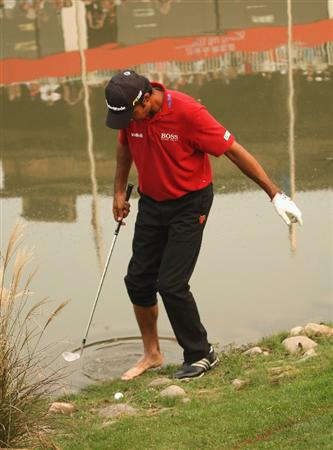 SHANGHAI, CHINA - NOVEMBER 08:  Joyti Randhawa of India plays his forth shot on the 18th green during the final round of the WGC - HSBC Champions at Sheshan International Golf Club on November 8, 2009 in Shanghai, China.  (Photo by Ross Kinnaird/Getty Images)