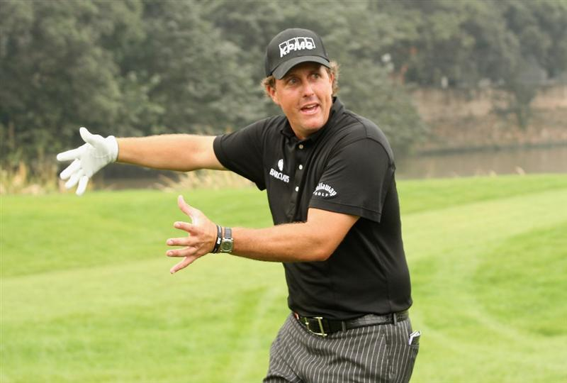 SHANGHAI, CHINA - NOVEMBER 08:  Phil Mickelson of the USA gestures to the crowd during the final round of the WGC - HSBC Champions at Sheshan International Golf Club on November 8, 2009 in Shanghai, China.  (Photo by Ross Kinnaird/Getty Images)
