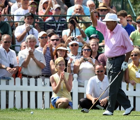 ORLANDO, FL - MARCH 12:  Arnold Palmer of the USA waves to the crowd on the first tee during the pro-am for the 2008 Arnold Palmer Invitational presented by Mastercard at the Bay Hill Golf Club, on March 12, 2008 in Orlando, Florida.  (Photo by David Cannon/Getty Images)