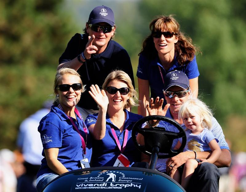PARIS - SEPTEMBER 27:  Henrik Stenson of the Continental Europe team drives wives and family of fellow team members during the final day singles matches between Great Britain and Northern Ireland and Continental Europe at The Vivendi Trophy with Severiano Ballesteros at Saint - Nom - La Breteche golf course on September 27, 2009 in Paris, France.  (Photo by Stuart Franklin/Getty Images)