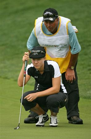 WILLIAMSBURG, VA : Vicky Hurst and her caddie line up a birdie putt on the 17th hole during the first round of the Michelob Ultra Open at Kingsmill Resort on May 7, 2009 in Williamsburg, Va. (Photo by Hunter Martin/Getty Images)