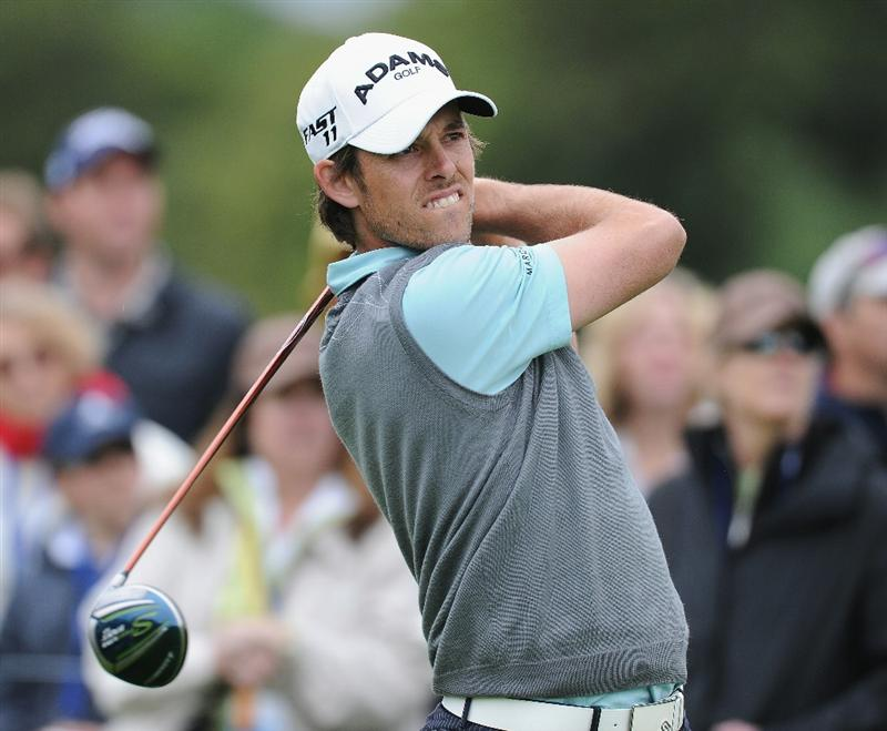 PACIFIC PALISADES, CA - FEBRUARY 19:  Aaron Baddeley of Australia plays his tee shot on the 18th hole during the third round of the Northern Trust Open at Riviera Country Club on February 19, 2011 in Pacific Palisades, California.  (Photo by Stuart Franklin/Getty Images)