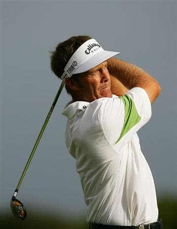 SYDNEY, AUSTRALIA - DECEMBER 04:  Stuart Appleby of Australia plays a fairway shot on the 8th hole during the second round of the 2009 Australian Open at New South Wales Golf Club on December 4, 2009 in Sydney, Australia.  (Photo by Matt King/Getty Images)