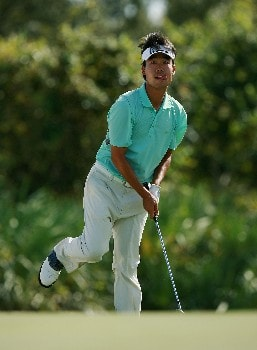 PORT SAINT LUCIE, FL - OCTOBER 28:  Kevin Na hits his chip shot on the eighth green during the final round of the Ginn Sur Mer Classic at Tesoro Resort October 28, 2007 in Port Saint Lucie, Florida.  (Photo by Doug Benc/Getty Images)