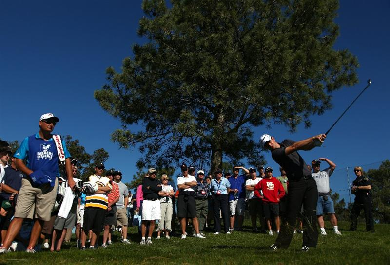 LA JOLLA, CA - JANUARY 28:  Justin Rose of England hits out of the rough on the 18th fairway during the second round of the Farmers Insurance Open at Torrey Pines on January 28, 2011 in La Jolla, California. (Photo by Donald Miralle/Getty Images)