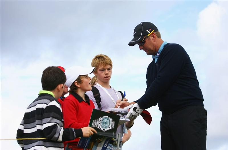 TURNBERRY, SCOTLAND - JULY 14:  David Duval of USA signs autographs for fans during a practice round prior to the 138th Open Championship on the Ailsa Course, Turnberry Golf Club on July 14, 2009 in Turnberry, Scotland.  (Photo by Warren Little/Getty Images)