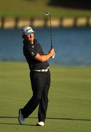 PONTE VEDRA BEACH, FL - MAY 15:  Graeme McDowell of Northern Ireland watches his approach shot on the 18th hole during the final round of THE PLAYERS Championship held at THE PLAYERS Stadium course at TPC Sawgrass on May 15, 2011 in Ponte Vedra Beach, Florida.  (Photo by Streeter Lecka/Getty Images)