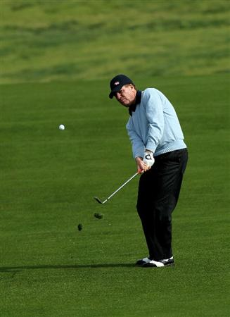 PEBBLE BEACH, CA - FEBRUARY 11:  Steve Elkington of Australia pitches to the sixth green during the first round of the AT&T Pebble Beach National Pro-Am at Pebble Beach Golf Links on February 11, 2010 in Pebble Beach, California. (Photo by Stephen Dunn/Getty Images)