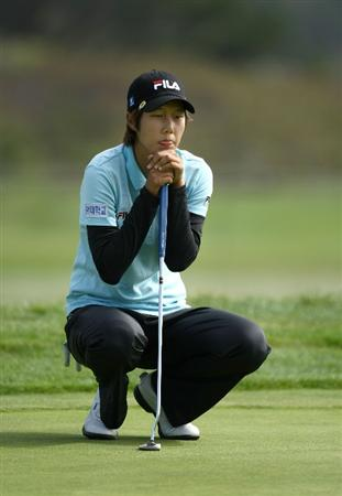 HALF MOON BAY, CA - OCTOBER 05:  Song-Hee Kim lines up a putt on the 5th hole during the final round of the Samsung World Championship at the Half Moon Bay Golf Links Ocean Course on October 5, 2008 in Half Moon Bay, California.  (Photo by Jonathan Ferrey/Getty Images)