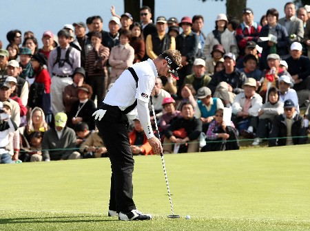 GOTENBA, JAPAN - NOVEMBER 11:  Brendan Jones of Australia putts on the 9th green during the final round of the Sumitomo Visa Taiheiyo Masters held at Taiheiyo Club on November 11, 2007 in Gotenba, Shizuoka Prefecture,  Japan.  (Photo by Koichi Kamoshida/Getty Images)