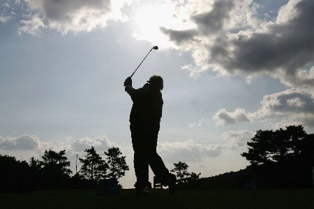 KYONGJU, SOUTH KOREA - OCTOBER 20:  Laura Davies of England tees off on the 11th hole during the second round of the Kolon Championship 2007 at Mauna Ocean Golf Course on October 20, 2007 in Kyongju, South Korea.  (Photo by Chung Sung-Jun/Getty Images)