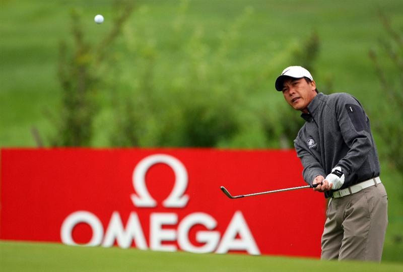 CRANS, SWITZERLAND - SEPTEMBER 04:  Lian-wei Zhang of China plays a chip shot on the 13th hole during the first round of the Omega European Masters at Crans-Sur-Sierre Golf Club on September 4, 2008 in Crans Montana, Switzerland.  (Photo by Andrew Redington/Getty Images)