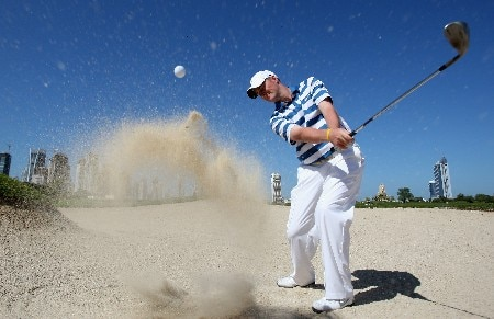 DUBAI, UNITED ARAB EMIRATES - JANUARY 29: Marc Warren of Scotland plays from a bunker during his practice session prior to the Dubai Desert Classic on the Majlis Course held at the Emirates Golf Club on January 29, 2008 in Dubai,United Arab Emirates.  (Photo by Ross Kinnaird/Getty Images)