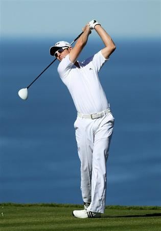 LA JOLLA, CA - JANUARY 27:  Justin Rose of England hits his tee shot on the fifth hole during round one of the Farmers Insurance Open at Torrey Pines North Course on January 27, 2011 in La Jolla, California.  (Photo by Stephen Dunn/Getty Images)