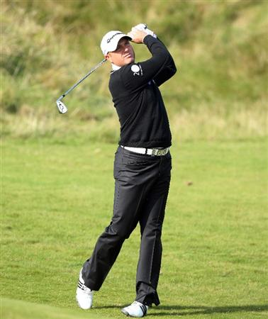 KINGSBARNS, SCOTLAND - OCTOBER 01: Graeme Storm of England plays his second shot at the par 4, 7th hole during the first round of the Alfred Dunhill Links Championship at Kingsbarns, on October 1, 2009 in Kingsbarns, Scotland.  (Photo by David Cannon/Getty Images)