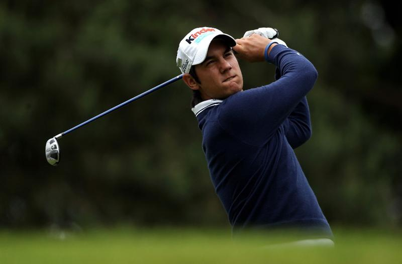 VIRGINIA WATER, ENGLAND - MAY 29:  Matteo Manassero of Italy tees off on the 8th hole during the final round of the BMW PGA Championship  at the Wentworth Club on May 29, 2011 in Virginia Water, England.  (Photo by Warren Little/Getty Images)