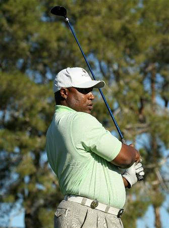 LA QUINTA, CA - JANUARY 20:  Former NFL and MLB great Bo Jackson hits his tee shot on the second hole during round two of the Bob Hope Classic at the La Quinta Country Club on January 20, 2011 in La Quinta, California.  (Photo by Stephen Dunn/Getty Images)