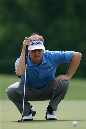 AVONDALE, LA - APRIL 22:  David Toms lines up a putt  on the 13th hole during the first round of the Zurich Classic at TPC Louisiana on April 22, 2010 in Avondale, Louisiana.  (Photo by Chris Trotman/Getty Images)