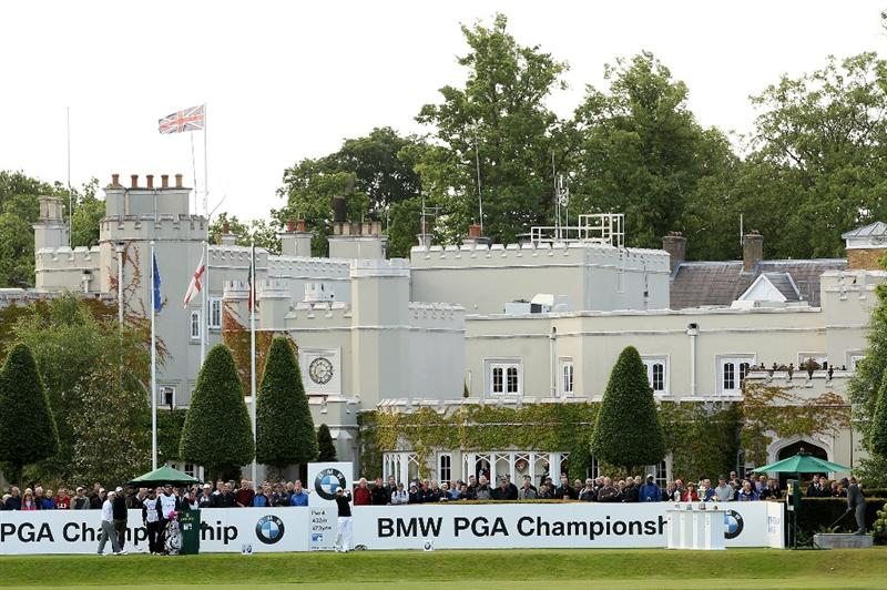 VIRGINIA WATER, ENGLAND - MAY 26:  Simon Dyson of England tees off on the 1st hole during the first round of the BMW PGA Championship at Wentworth Club on May 26, 2011 in Virginia Water, England.  (Photo by Ian Walton/Getty Images)