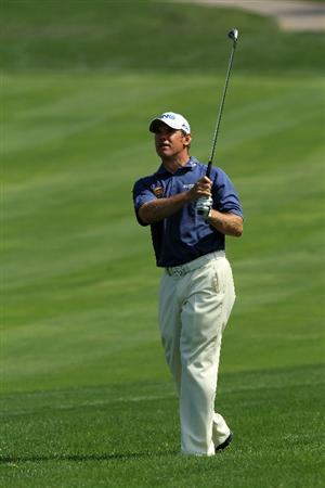DUBAI, UNITED ARAB EMIRATES - FEBRUARY 13:  Lee Westwood of England plays his third shot at the par 4, 8th hole during the final round of the 2011 Omega Dubai Desert Classic on the Majilis Course at the Emirates Golf Club on February 13, 2011 in Dubai, United Arab Emirates.  (Photo by David Cannon/Getty Images)