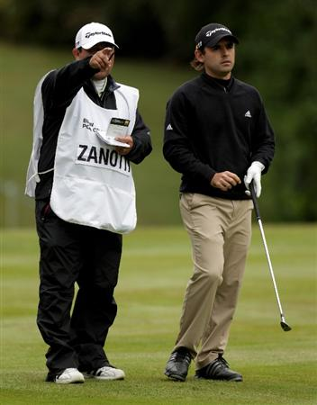 VIRGINIA WATER, ENGLAND - MAY 28:  Fabrizio Zanotti of Paraguay lines up a shot with his caddie on the 18th hole during the third round of the BMW PGA Championship at the Wentworth Club on May 28, 2011 in Virginia Water, England.  (Photo by Ross Kinnaird/Getty Images)